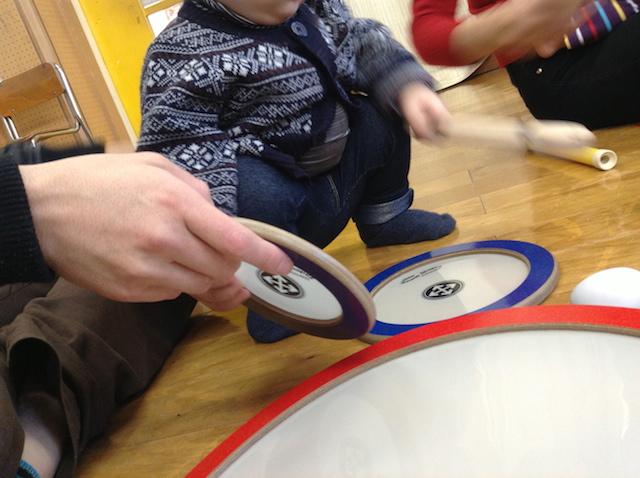 リトミックにおける音楽は生演奏の利点、目的は「療育的視点」にもある